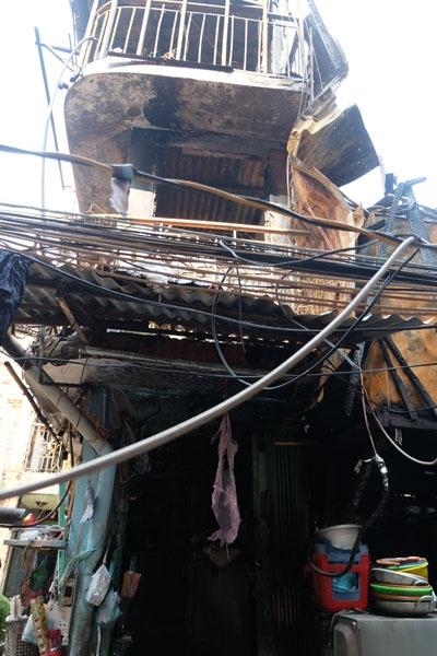 Một căn nhà bị thiêu rụi hoàn toàn.