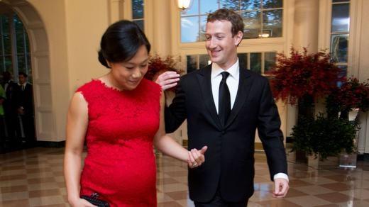 Dù công việc khá bận rộn,Markvẫn luôn bên cạnhchăm sóc vợ khi cô mang bầu. (Ảnh: Internet)