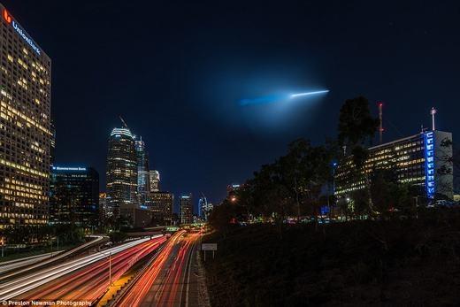 Hoang mang những ánh sáng kì lạ xuất hiện trên bầu trời