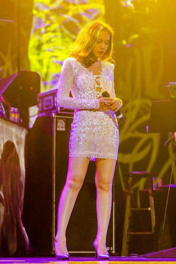 Trong chuyến lưu diễn, cô đã thể hiện lại nhiều bản hit của mình như: Hãy về với em, Phải quên anh thôi, Giây phút cuối, Có những giấc mơ... - Tin sao Viet - Tin tuc sao Viet - Scandal sao Viet - Tin tuc cua Sao - Tin cua Sao