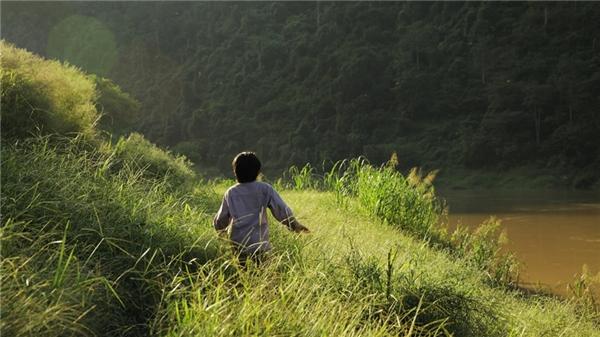 """Say đắm trước cảnh sắc thiên nhiên hùng vĩ trong""""Cha cõng con"""""""
