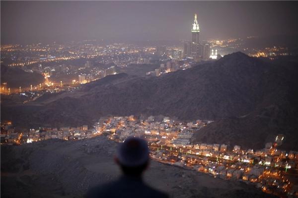 3. Tháp Abraj Al-Bait ở Mecca, Ả Rập Saudi cao 600,7 m.