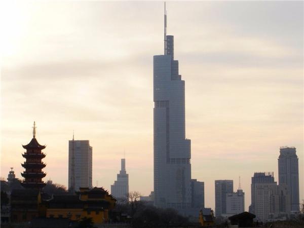 10. Tháp Zifeng ở Nam Kinh, Trung Quốc cao gần 450 m.