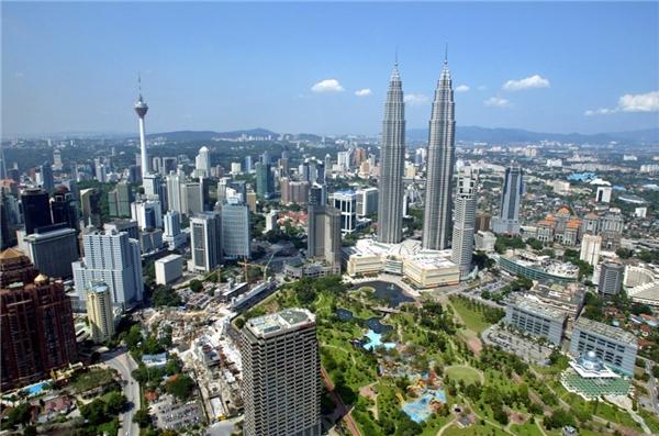 9. Tháp đôi Petronas ở Kuala Lumpur, Malaysia cao 452 m.