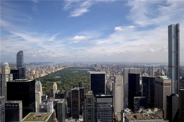 16. Chung cư 432 Park Avenue ở New York, Mỹ (bên phải) cao gần 425,5 m.
