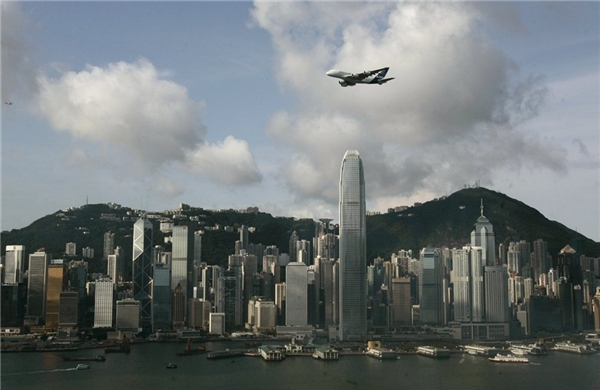 18. Trung tâm Tài chính Quốc tế 2 ở Hong Kong cao 415 m.