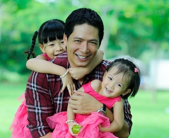 Những khoảnh khắc ngọt ngào đến rụng tim của bố con sao Việt - Tin sao Viet - Tin tuc sao Viet - Scandal sao Viet - Tin tuc cua Sao - Tin cua Sao