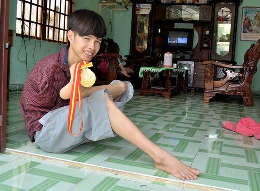 Ngoài danh hiệu học sinh giỏi toàn diện nhiều năm liền,Hạnh còn đoạt Huy chương Đồngbơi lội. Ảnh: Internet