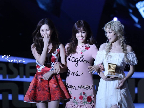 Taeyang bức xúc vì một loạt nhóm nhạc bỏ về khi Big Bang đoạt giải