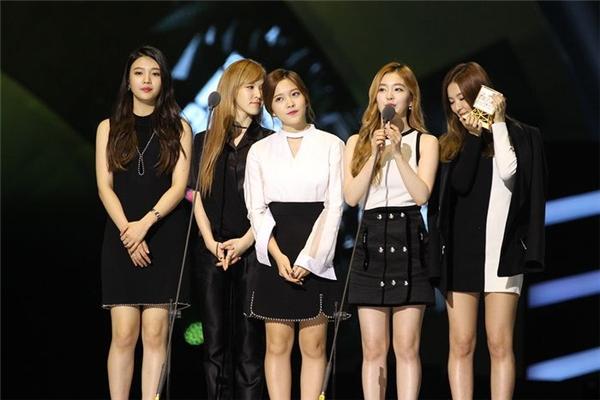 Nghệ sĩ nhà SM không thể ở lại đến cuối chương trình vì bận lịch trình riêng