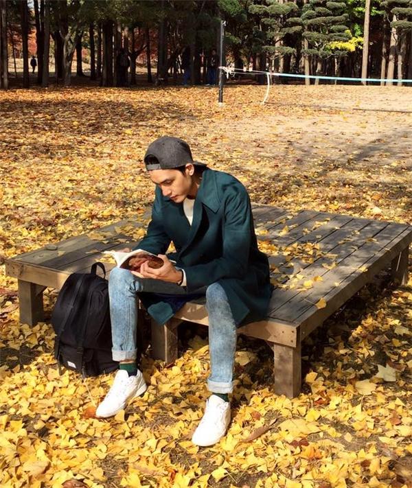 Tiết trời mùa đông của đất nước Hàn Quốc tạo điều kiện thuận lợi cho Quang Đại chưng diện điệu đà hơn. Trong đó sự thanh lịch, đơn giản luôn được chàng người mẫu điển trai yêu thích.