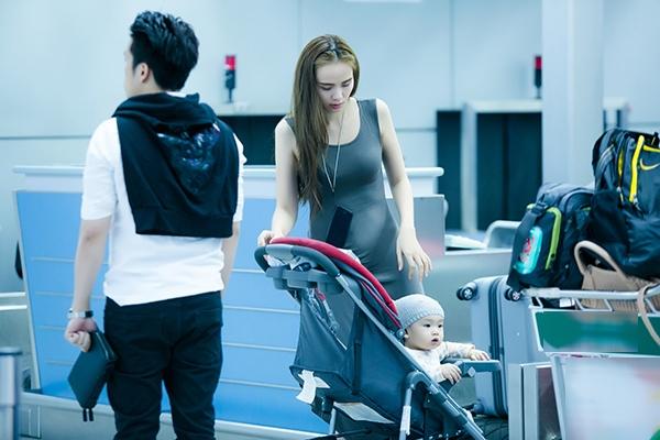 Bắt gặp vợ chồng Diễm Hương cùng con trai ở sân bay trước giờ lên đường sang Pháp hưởng tuần trăng mật. - Tin sao Viet - Tin tuc sao Viet - Scandal sao Viet - Tin tuc cua Sao - Tin cua Sao