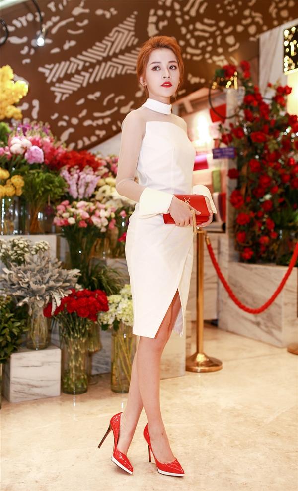Nữ diễn viên trẻ khéo léo kết hợp túi xách YSL sành điệu đi kèm giày cao gót tông xuyệt tông. - Tin sao Viet - Tin tuc sao Viet - Scandal sao Viet - Tin tuc cua Sao - Tin cua Sao