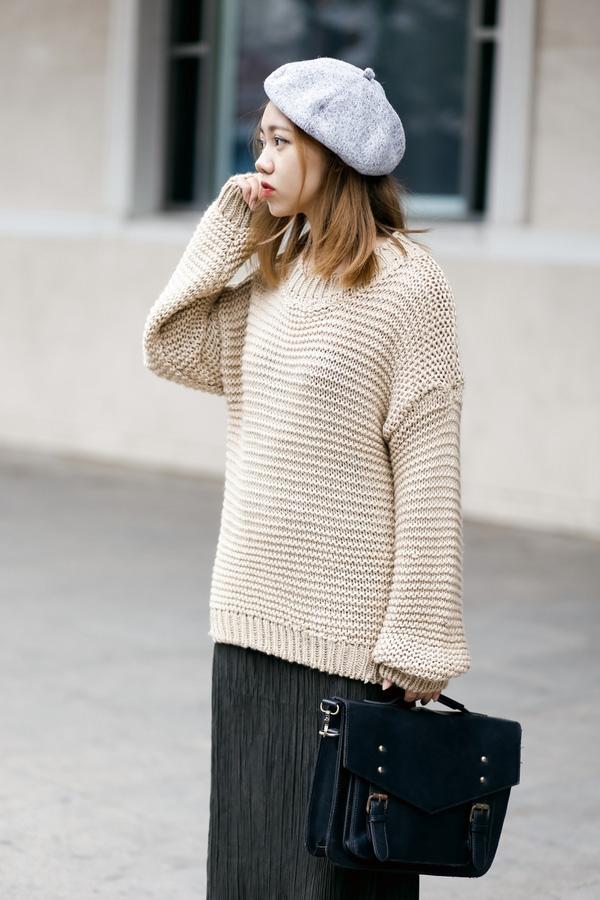 Với chiếc mũ bê rê này, các cô gái sẽ trông thật lạ mắt, cuốn hút khi sải bước trên phố những ngày mùa đông đấy nhé!