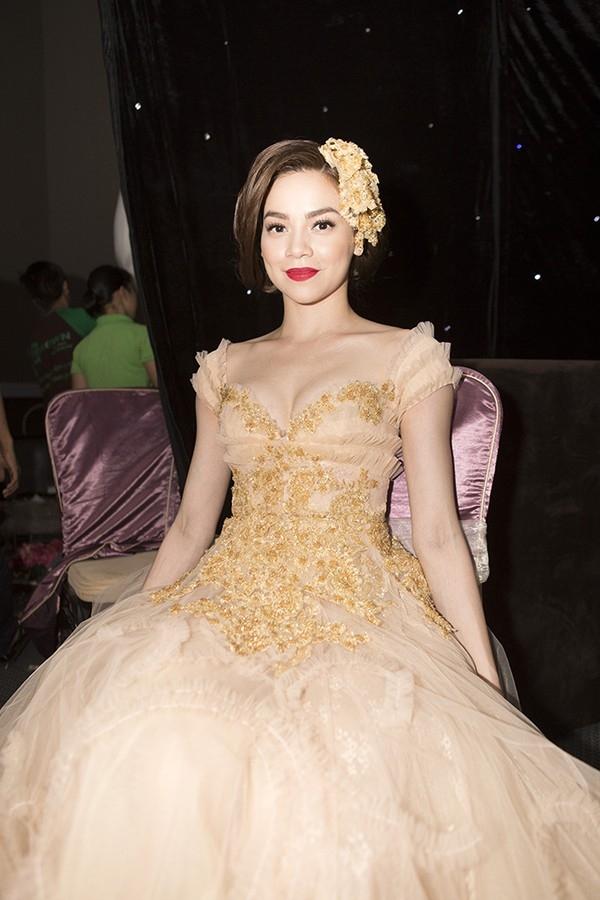 Hồ Ngọc Hà và những chiếc váy cưới khiến fan ngất ngây