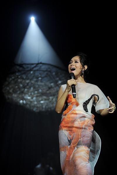 """Hoàng Quyên """"phiêu""""trong live concert đầu tiên của mình mang tên Rét đầu mùa. - Tin sao Viet - Tin tuc sao Viet - Scandal sao Viet - Tin tuc cua Sao - Tin cua Sao"""