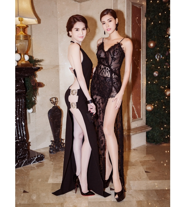 Trong lần sang Hàn Quốc nhận giải cùng Ngọc Trinh, Kỳ Hân cũng không hề kém cạnh đàn chị khi diện bộ váy ren xuyên thấu gần như phô diễn toàn bộ cơ thể.