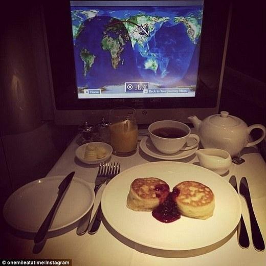 Bữa sáng ngon lành của Schlappig trên chuyến bay từ Luân Đôntới Bắc Kinh.(Ảnh: Internet)