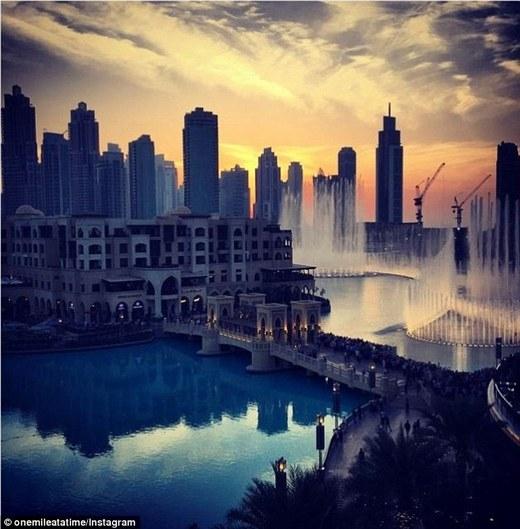 Cảnh Dubai lúc hoàng hôn, đăng trên Instagram của Schlappig gần sáu tháng trước.(Ảnh: Internet)
