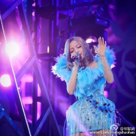 Trương Thiều Hàm trong đêm concert tại Thượng Hải.