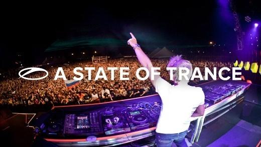 """Không gian sôi động tại """"A State of Trance""""."""