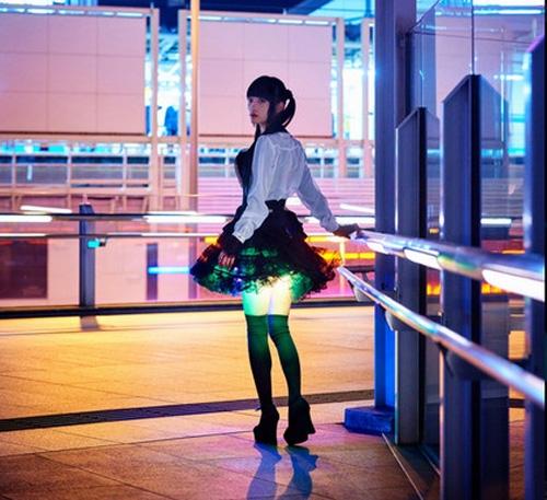 Rộ mốt mặc váy gắn đèn led để thêm sexy của các cô gái Nhật Bản