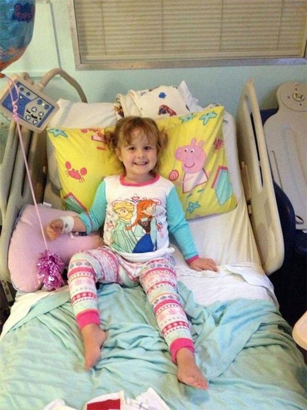 Sau khi đến Bệnh viện Đại học Wales Cardiff, nơi Amanda đã nói dối về tình trạng của Lil, cô bé mới được đưa vào xét nghiệm, chụp phim và chẩn đoán.(Ảnh: Mirror)