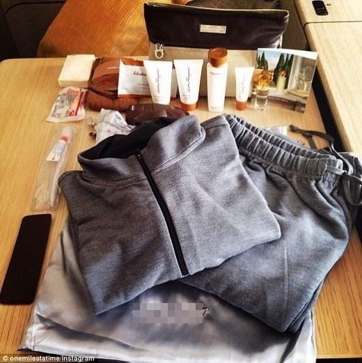 Trên mộtchuyến bay, Schlappig được tặng một gói đồ dùng tiện dụng củaSalvatore Ferragamo.(Ảnh: Internet)