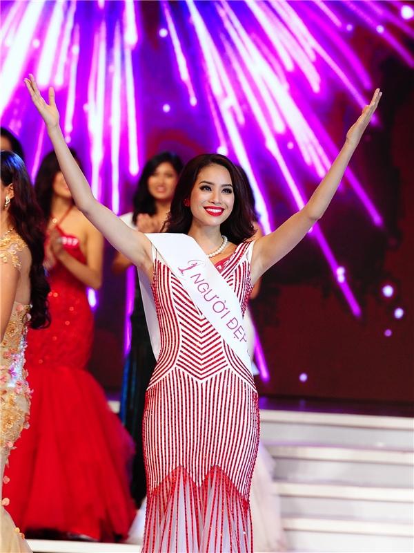Phạm Hương và thời khắc đăng quang Hoa hậu Hoàn vũ Việt Nam 2015 vào tháng 10 vừa qua. - Tin sao Viet - Tin tuc sao Viet - Scandal sao Viet - Tin tuc cua Sao - Tin cua Sao