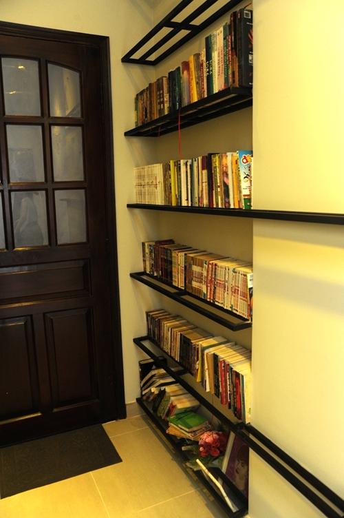 Là người rất mê đọc sách nên Đại Nhân không quên bố trí một kệ sách trong phòng. - Tin sao Viet - Tin tuc sao Viet - Scandal sao Viet - Tin tuc cua Sao - Tin cua Sao