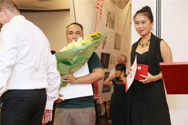 Ông Edge - đại diện YAN Media Group cũng có mặt để trao giải thưởng cho những sinh viên xuất sắc trong buổi triển lãm.