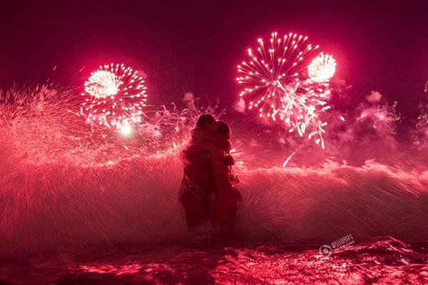 Felipe Dana chụp bức ảnh này vào ngày 1/1 tại bãi biển Copacabana ở Rio de Janeiro, Brazil.