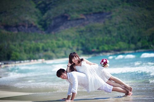 Bộ ảnh cưới được chụp dọc cung đường từ Cam Ranh lên Nha Trang.