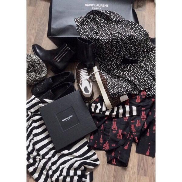 Đa số trang phục trong liveshow của Sơn Tùng sẽ thuộc về thương hiệu thời trang nổi tiếng hàng đầu thế giới Saint Laurent.