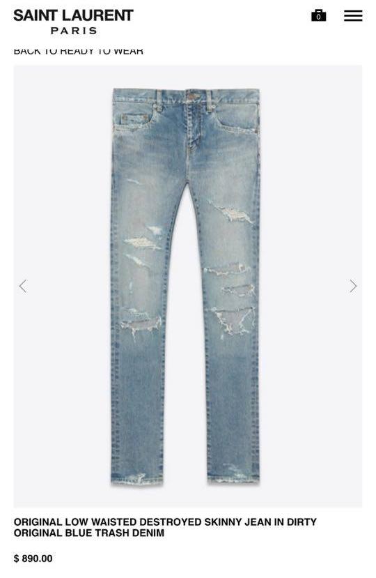 Chiếc quần jeans rách màu xanh cổ điển có giá mềm hơn tương đương gần 20 triệu đồng.