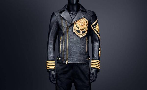 Chiếc áo khoác kết hợp giữa H&M và Balmain có giá gốc chỉ 6 triệu đồng nhưng Hoàng Ku đã phải mua lại với giá cao gấp 3 lần.