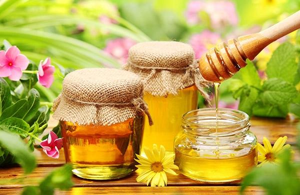Bơ, dầu dừa, mật ong giúp bổ sung dưỡng ẩm cho da.
