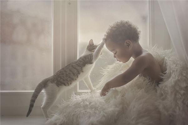 Động vật không chỉ là một người bạn mà còn là người thầy cho trẻ em. (Ảnh:Marta Obiegla, Ba Lan)