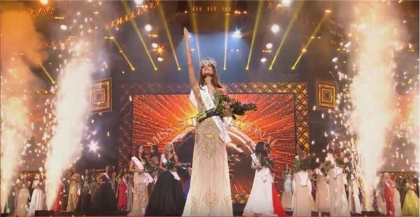 Khoảnh khắc đăng quang đầy xúc động của tân Hoa hậu Siêu quốc gia. - Tin sao Viet - Tin tuc sao Viet - Scandal sao Viet - Tin tuc cua Sao - Tin cua Sao
