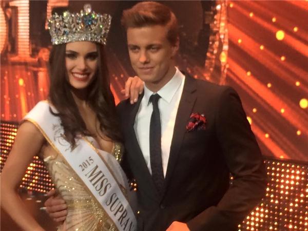 Chiến thắng của Miss Supranational 2015 đã thuộc về người đẹp đến từ Uruguay - Stephania Stegman. Cô được đánh giá cao ngay từ đầu cuộc thi với vẻ đẹp sắc sảo, quyến rũ. - Tin sao Viet - Tin tuc sao Viet - Scandal sao Viet - Tin tuc cua Sao - Tin cua Sao