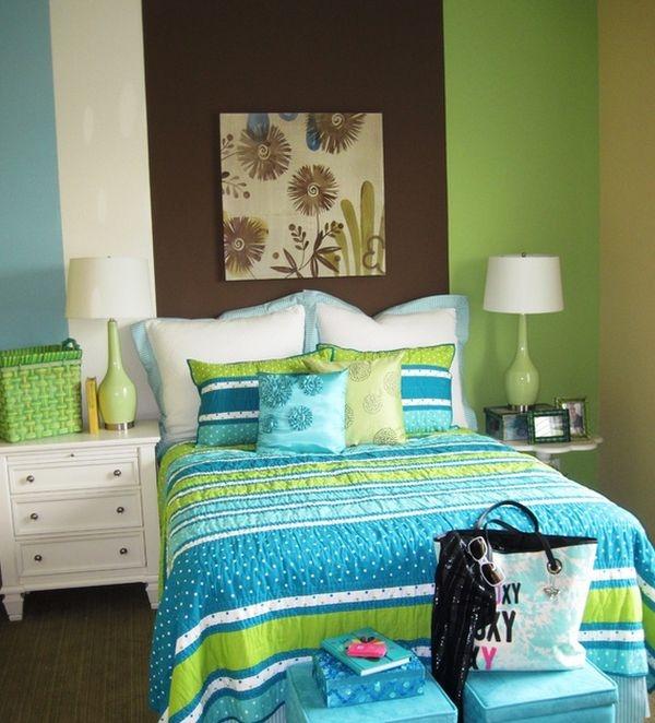 Sự kết hợp xanh da trời và xanh lá là một sự kết hợp thông minh. Nếu có một căn phòng nhỏ xinh như thế này thì còn vui thích gì hơn là được về nhà, nằm trên chiếc giường yêu thích sau một ngày làm việc mệt nhoài.