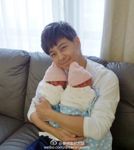 Lâm Chí Dĩnh khoe cặp sinh đôi khác trứng vừa chào đời trưa ngày 5/12.