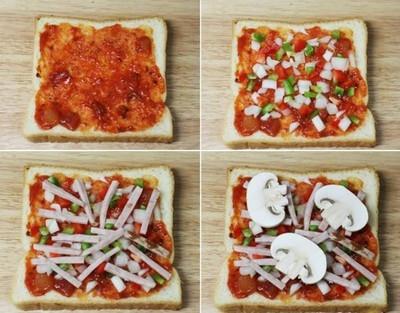 Dùng muỗng phết tương cà chua lên mặt bánh sandwich. Cho hành tây, ớt chuông xanh và đỏ thái hạt lựu lên trên. Tiếp đến là các thanh thịt ngắn và 3 lát nấm.