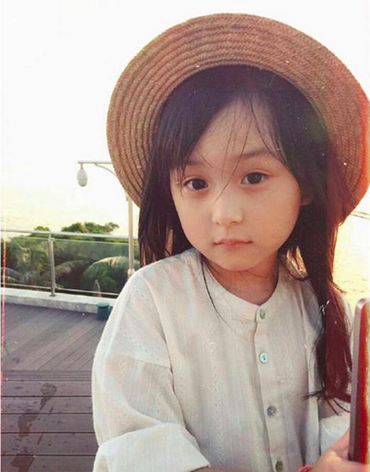 Tian được biết đến ngày càng nhiều và chỉ sau vàinăm,cô bé đã trở thành một hiện tượng được rất nhiều người hâm mộ. (Ảnh: Internet)