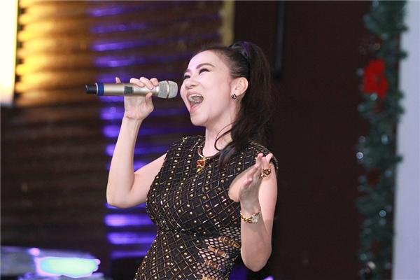 Nữ ca sĩ mong muốn mang đến cho khán giả một đêm nhạc thật vui vẻ và tràn ngập tiếng cười. - Tin sao Viet - Tin tuc sao Viet - Scandal sao Viet - Tin tuc cua Sao - Tin cua Sao