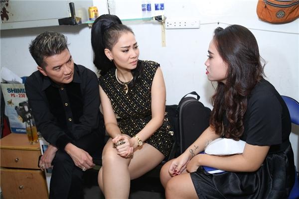 Hai ca sĩ cũng hỏi thăm tình trạng sức khỏe của Kim Loan thông qua cô con gái Đan Thanh. - Tin sao Viet - Tin tuc sao Viet - Scandal sao Viet - Tin tuc cua Sao - Tin cua Sao