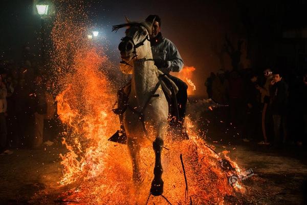Bức ảnh của Andres Kudacki được chụp vào ngày 16/1 tại một thị trấn nhỏ cách thủ đô Madrid của Tây Ban Nha 100km về hướng Tây.