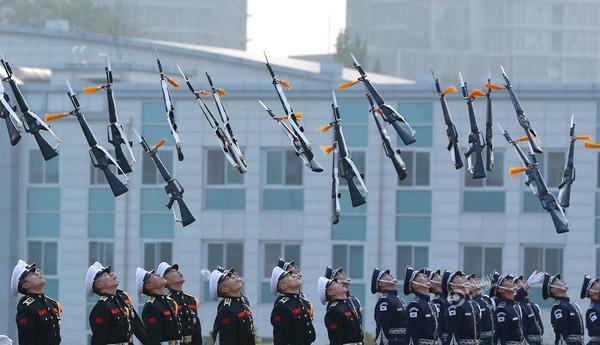 Lee Jin-man đã ghi lại khoảnh khắc tại lễ khai mạc triển lãm Quốc phòng Hàng không được tổ chức ở thủ đô Seoul của Hàn Quốc vào ngày 20/10.