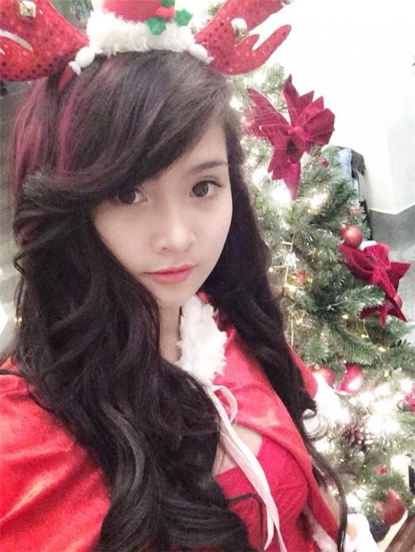 Lựa chọn phông nền (tuyết, cây thông...)hay hiệu ứng phù hợp để đem lại không khí Giáng Sinh cho bất kì ai chiêm ngưỡng bức ảnh của bạn.(Ảnh Internet)