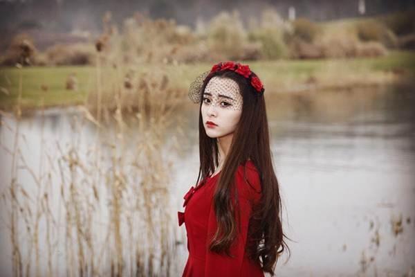 """Không chỉ dừng lại ở nhan sắc làm ngất ngây lòng người, Liu Chinh còn là một nữ sinh """"không phải dạng vừa đâu"""" với thành tích học tập rất đáng ngưỡng mộ và sự đa tài trong nhiều lĩnh vực.(Ảnh: Internet)"""